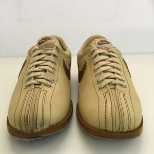 e9086c11acfd79 Nike Shoes - Vintage NIKE Bowling Shoes Mens 9.5 Tan Brown